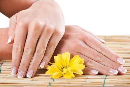 Tratamiento para manos en centro de belleza y estética sonseca